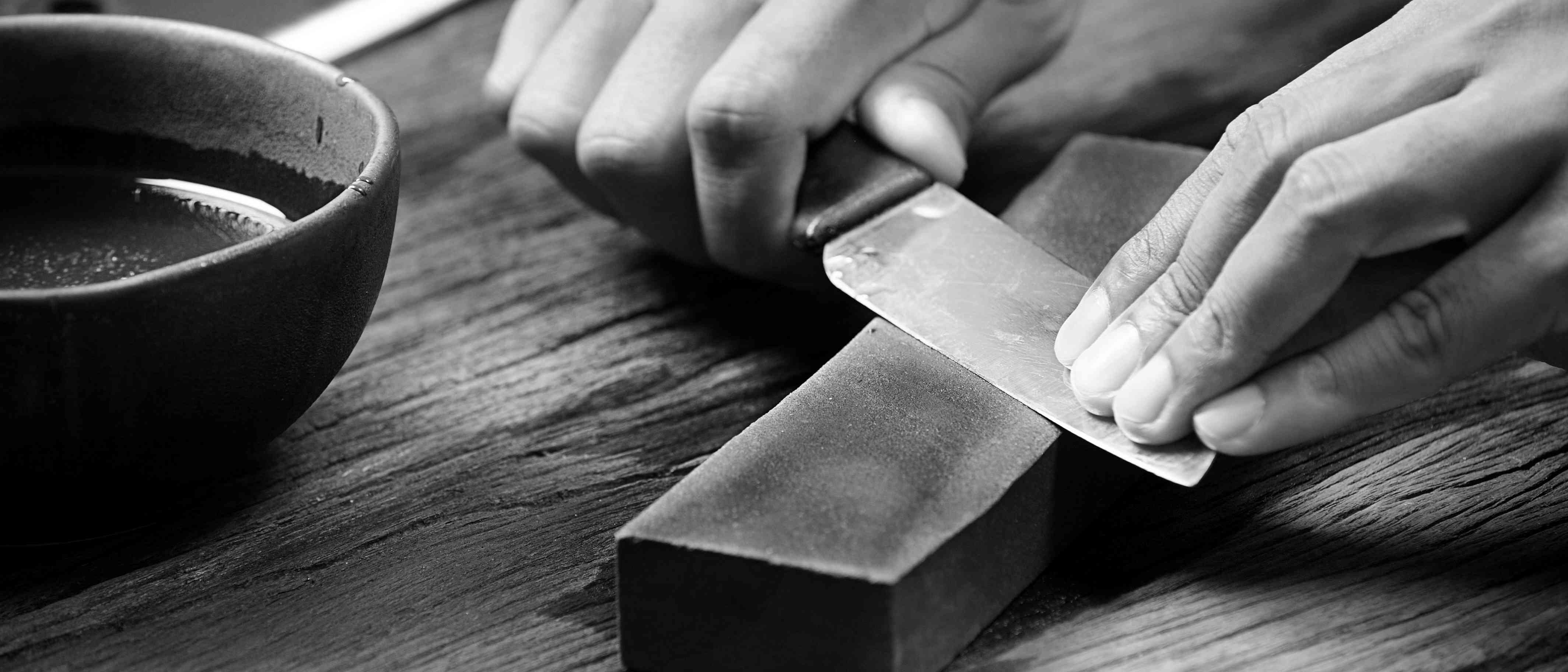 sharpening the Hunting knife with whetstone