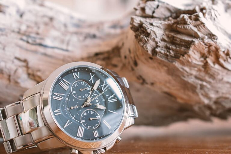 Best Sports Watches For Hunting [Reviews and Buyer Guide 2021]