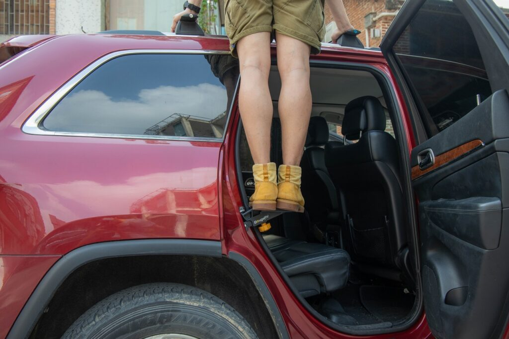 BougeRV car rooftop step